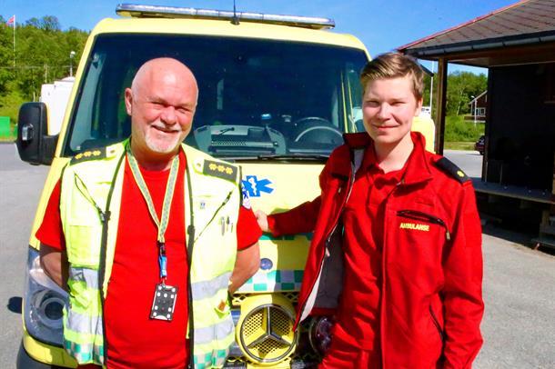 EInar Linge og Tommy Holm foran ambulansebilen som er stasjonert på Skaidi.