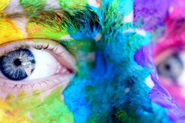 Nærbilde av øyne, malt ansikt